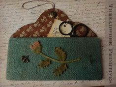 Threadwork Primitives Wool Flower Wall Pocket Penny Rug Patterns, Wool Applique Patterns, Felt Patterns, Applique Designs, Applique Ideas, Felt Applique, Felted Wool Crafts, Felt Crafts, Wool Quilts