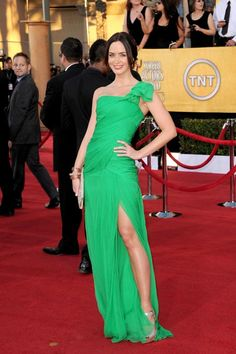 The Five Year Engagement star Emily Blunt makes us green with envy in one-shouldered ODLR!
