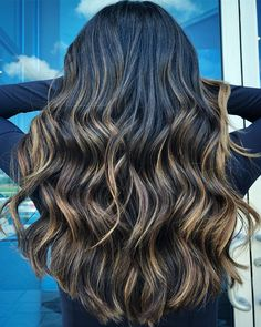 9 fall hair color trends for brunettes that you need to try Brunette Color, Ombre Hair Color, Cool Hair Color, Caramel Ombre Hair, Balayage Hair Blonde, Haircolor, Brown Hair Shades, Fall Hair Colors, Hair Highlights