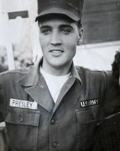 The King unseen: Forgotten pictures of Elvis Presley taken during his military service in Germany in 1958 found gathering dust in a drawer. Elvis Presley Army, Elvis Presley House, Elvis Presley Photos, The Rest Is Silence, Famous Veterans, Are You Lonesome Tonight, Army Day, Lisa Marie Presley, Military Service