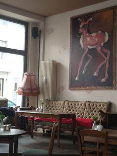 "Schwarzwaldstuben in Berlin, Berlin ו שניצל שהגיע עם צ'יפס גרמני וסלט מלפפונים טריים בחומץ וכיסונים ממולאים בבשר, מטוגנים עם סלט תפוחי אדמה במיונז. הכי גרמני שיש! הכיסונים נקראים – Geschmelzte Maultaschen – מומלץ!  המחירים לא זולים מאוד, אבל דומים בסה""כ למחירי המנות בארץ (בין 50-80 שקל למנה עיקרית). יחד עם 2 חצאי בירה מהחבית יצאנו עם בטן מלאה והרגשה מעולה. מומלץ מאוד!"