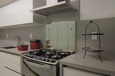 Cozinha branca com silestone Kensho