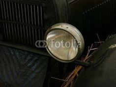 Scheinwerfer eines Opel Oldtimer der Zwanzigerjahre als Scheunenfund bei den Golden Oldies in Wettenberg Krofdorf-Gleiberg bei Gießen in Hessen