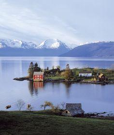Die kleine Insel Omaholmen im Hardangerfjord, Norwegen