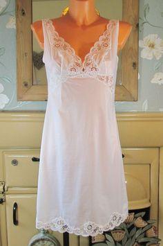 Vintage white sliPpy soft nylon full slip nightie dress gown petticoat 12 R13176