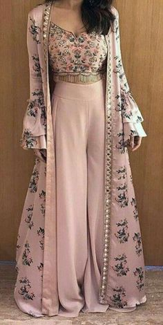Casual Shoes with Sneakers dress sizes Spring Outfits Vestidos Party Wear Indian Dresses, Designer Party Wear Dresses, Indian Gowns Dresses, Indian Fashion Dresses, Dress Indian Style, Dress Party, Pakistani Dresses, Dress Fashion, Fashion 2018