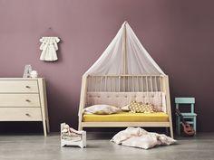 Das Leander Babybett Linea ist auch in ein Kinderbett umbaubar. Das sieht gemütlich aus!