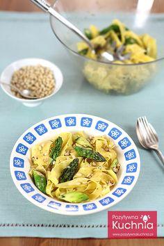 #przepis na #makaron ze szparagami - tani #obiad wegetariański czyli #pasta pappardelle i szparagi oraz orzechy piniowe  http://pozytywnakuchnia.pl/makaron-ze-szparagami/  #szparagi #kuchnia
