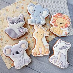 Animal Cookie Cutters, Shape Pictures, Bear Cookies, Animal Cupcakes, Masha And The Bear, Animal Birthday, Cookie Decorating, Gingerbread Cookies, Giraffe