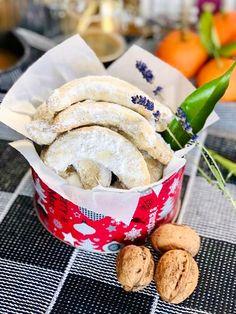 Cornulețe austriece cu nucă - Vanillekipferl, reteta simpla și ușoară Food Cakes, Bagel, Tiramisu, Camembert Cheese, Potato Salad, Cake Recipes, Bread, Mousse, Cookies