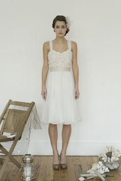 short wedding dress from the english dept. fin om man byter ut överdelen mot spets och för kjolen hellång