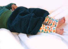 Kinderkleidung GeschekBabyhose petrol von PicknickerBlue auf Etsy