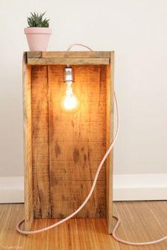 diy-lampe-selber-bauen #textilkabel #holzkiste