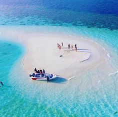 Undeserved on a tiny Maldives Island of paradise ///