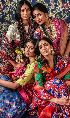 The story of Patan Patola – Fashion fun IndiaYou can find india fashion and more on our website.The story of Patan Patola – Fashion fun India Traditional Sarees, Traditional Dresses, Saris, Indian Dresses, Indian Outfits, Indiana, Indian Photoshoot, Look Short, India Fashion