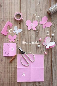 Papillon  bicolore en papier , en guirlande , à coller sur ...