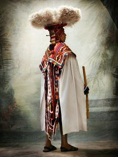 Modeconnect.com - Photographs by Mario Testino from his new exhibition Alta Moda, featuring Peruvians in traditional dress.