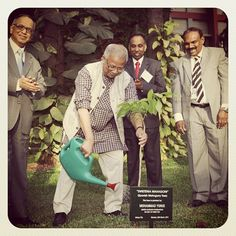 Professor Yunus plants a tree on the campus at Infosys in India this week while they gather for the UN Foundation Board meeting as Mr. Murthy looks on.