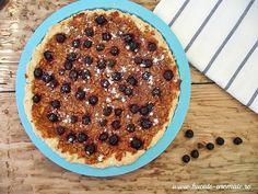 Tarta cu mere rase şi afine, e un desert excelent pentru o masă de duminică în familie sau cu prietenii. Waffles, Breakfast, Desserts, Food, Morning Coffee, Tailgate Desserts, Deserts, Essen, Waffle