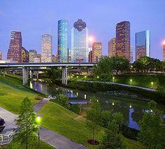 Houston skyline with Buffalo Bayou - Linda/Adm Houston Skyline, Houston City, Visit Houston, Houston Oilers, Viaje A Texas, Houston Locations, City Sky, Texas Travel, Galveston