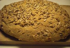 MadGlad: Luftigt, groft franskbrød med kerner Bread Baking, Banana Bread, Cookies, Desserts, Food, Baking, Crack Crackers, Tailgate Desserts, Deserts