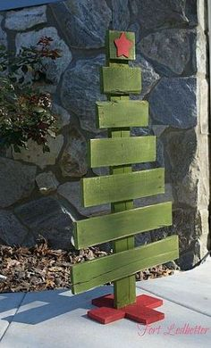 I generally hate Christmas decor but this is right up my alley...pallet Christmas tree!