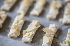 Křehké mandlové tyčinky Czech Recipes, Getting Hungry, Blondies, Fudge, Christmas Cookies, Baking Recipes, Feta, Food And Drink, Pie