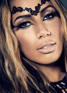 Leona Lewis looks completely flawless in this photograph. I'm in love with the dark eyes and nude lip look that she has, along with some fake eyelashes to add some length and definition to go with her dramatic, yet subtle look.