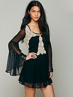 Applique Bell Sleeve Tunic, Two colors: Black& Deep-Orange; Love the way it looks, the hippie Look, the crochet on the top, the wings on the arms. Perfect with a bathing suit or perfect for dressing up for  night in town<3 Free People.