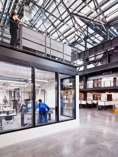 Macro Sea turns Brooklyn warehouse into New Lab co-working space – İndustrial Office Factory Architecture, Architecture Design, Sustainable Architecture, Conception D'entrepôts, Warehouse Renovation, Warehouse Design, Warehouse Office Space, Industrial Office Design, Warehouse Conversion