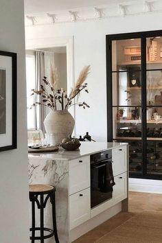 Deco Design, Küchen Design, House Design, Kitchen Interior, Kitchen Decor, Interior Desing, Wine Cabinets, Beautiful Kitchens, Home Kitchens