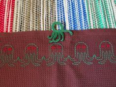 Kirsikan käsityönurkka, vohvelikirjontaa Embroidery Designs, Burlap, Reusable Tote Bags, Sewing, Waffle, Dots, Needlepoint, Dressmaking, Hessian Fabric