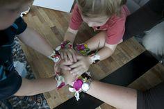 Kinderjubel: Blütenarmband