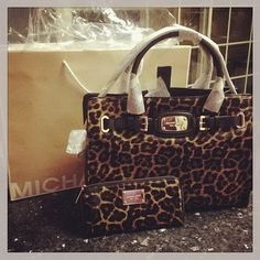 I'm in heaven! Cheap Michael Kors Handbags Outlet Online Clearance Sale. All less than $100.Must remember it! #AllAccessKors #cheap #discount