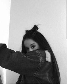 girl blurry Image about girl in Ariana Grande by Alyssascanvas Ariana Grande Images, Ariana Grande Fotos, Ariana Grande Tumblr, Girl Photography Poses, Tumblr Photography, People Photography, Ariana Grande Wallpaper, Instagram Pose, Food Instagram