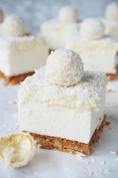 Erasmus recipes: Source Do you recognize those white, coconut balls? Ohh yes, Rafaello. I love them, I really do. Sweet Desserts, No Bake Desserts, Sweet Recipes, Delicious Desserts, Dessert Recipes, Coconut Cheesecake, Cheesecake Recipes, Brownie Cake, Chocolate Desserts