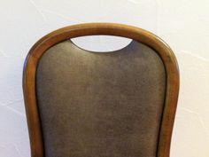 Neu gepolsterte Lederstühle / Holz Buche gebeizt.15 Stück stehen zur Verfügung
