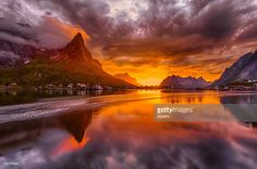 Stock Photo : Norway, Lofoten, Reine, Landscape in midnight sun www.lofoten.info
