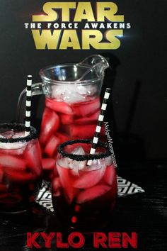 This Star Wars Kylo Ren Party Drink is one that kids and adults will enjoy and makes the perfect drink for any Star Wars Party. Only a few simple ingredients and this drink is perfect for a Star Wars Party. Such an Easy Star Wars Party drink that everyone Disney Drinks, Kid Drinks, Party Food And Drinks, Non Alcoholic Drinks, Yummy Drinks, Beverages, Candy Alcohol Drinks, Bolo Star Wars, Star Wars Food
