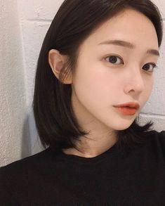 Ulzzang Short Hair, Ulzzang Korean Girl, Cute Korean Girl, Asian Girl, Girl Life Hacks, Girls Life, Short Hairstyles For Women, Girl Hairstyles, Son Hwamin