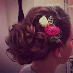 Practice style for miss Mary #hair #practice #bridal #salon #hairsalon #lavande #updo #bun #chignon #bridestyle #bride #hairdo #hairstyle #curls #flowercomb #blusher #blusherveil #pretty #beauty #glamour