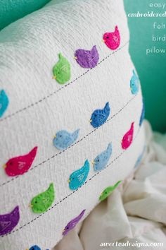 embroidered felt bird pillow- so cute and actually easy to make! embroidered felt bird pillow- so cute and actually easy to make! Felt Crafts, Fabric Crafts, Sewing Crafts, Cute Pillows, Diy Pillows, Cushions, Diy Laine, Ornament Pattern, Craft Projects