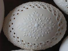 kraslice a svíčky: kraslice slepičí a husí - děrované Egg Crafts, Easter Crafts, Spring Crafts, Holiday Crafts, Egg Shell Art, Carved Eggs, Egg Designs, Faberge Eggs, Seashell Art