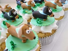 Dachshund cupcakes - adapt to clay modelling