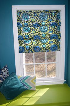 Lazy Girls Shade No sew roman shades. I pinned this because I looove the colors!No sew roman shades. I pinned this because I looove the colors! Kitchen Blinds, Kitchen Curtains, Diy Kitchen, Bathroom Blinds, Kitchen Nook, Curtain Alternatives, Faux Roman Shades, Patterned Roman Shades, Diy Blinds