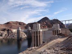 Hoover Dam – ou Represa Hoover – é a segunda maior usina hidrelétrica dos Estados Unidos além de  possuir o maior reservatório de água criado pelo homem do país (denominado Lago Mead). …