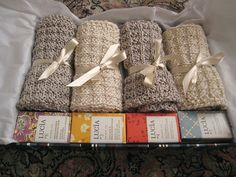 Knitted washcloths, free pattern I love this as a gift idea. Need to talk to @chara96
