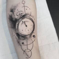 Tatuagem feita pela tatuadora Dani Bastos de Brasília. Tricep Tattoos, Blackwork, Body Clock, Symbolic Tattoos, Body Modifications, Tattoo Sketches, Tattoo Inspiration, I Tattoo, Tatoos