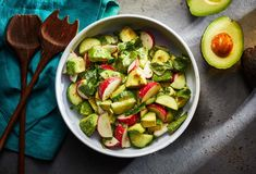 Pati Jinich » Avocado and Radish Salad Mexican Food Recipes, New Recipes, Salad Recipes, Cooking Recipes, Favorite Recipes, Healthy Recipes, Mexican Dinners, Mexican Cooking, Recipies