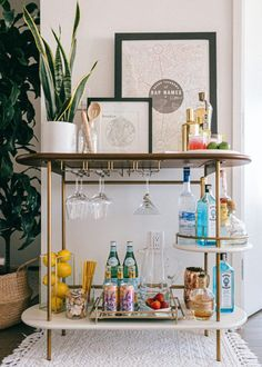 Brooklyn Apartment // Bar Cart Styling Three key elements to styling a functional and chic bar cart! Apartment Bar, Brooklyn Apartment, Apartment Living, Chic Apartment Decor, Girls Apartment, Dream Apartment, Apartment Furniture, Apartment Ideas, Home Bar Decor